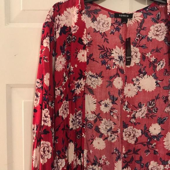 85e6aa43b6d Torrid Floral Kimono 😍